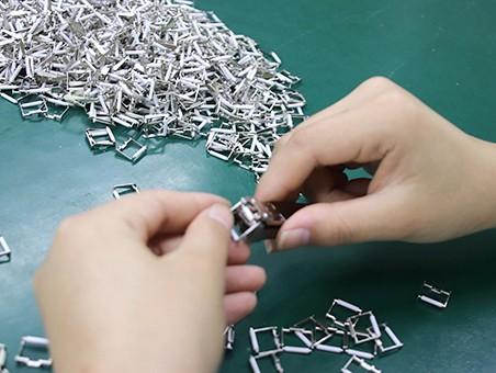 锌合金压铸为什么不生锈呢?